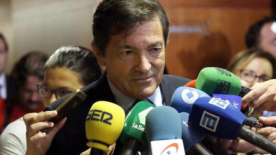 """Javier Fernández apoyaría acuerdo con Podemos y C's pero """"no es posible"""""""