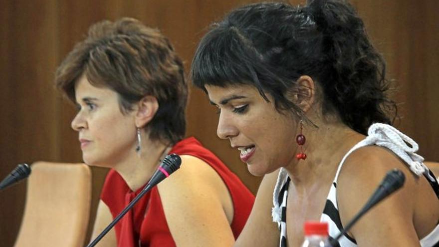 Esperanza Gómez y Teresa Rodríguez, en el Parlamento andaluz, en una imagen de archivo.