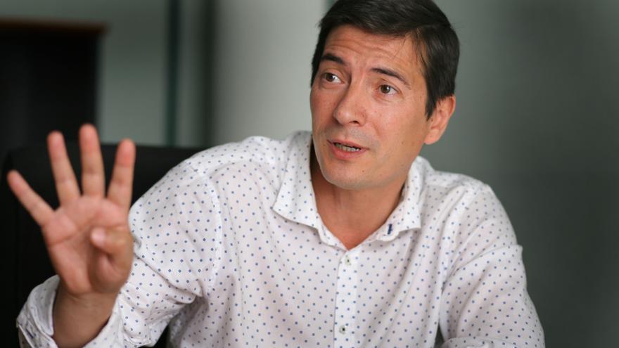 Rafa García, alcalde de Burjassot, en la sede del PSPV.