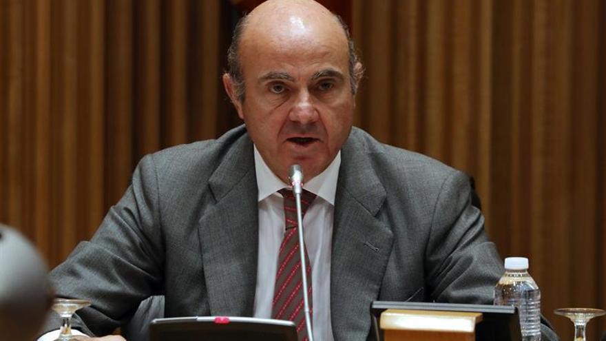 Guindos revela que Bankia y BMN han devuelto 215 millones por cláusulas suelo