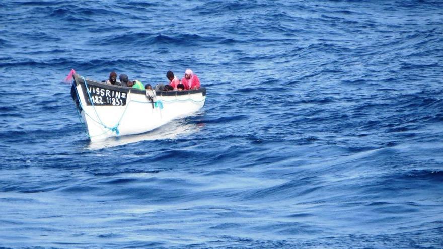 Fallecen al menos diez migrantes al naufragar la patera en la que se dirigían a Canarias desde Dajla