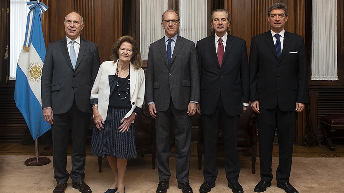 Los cinco miembros de la Corte Suprema, Lorenzetti, Highton de Nolasco, Rosenkrantz, Maqueda y Rosatti,