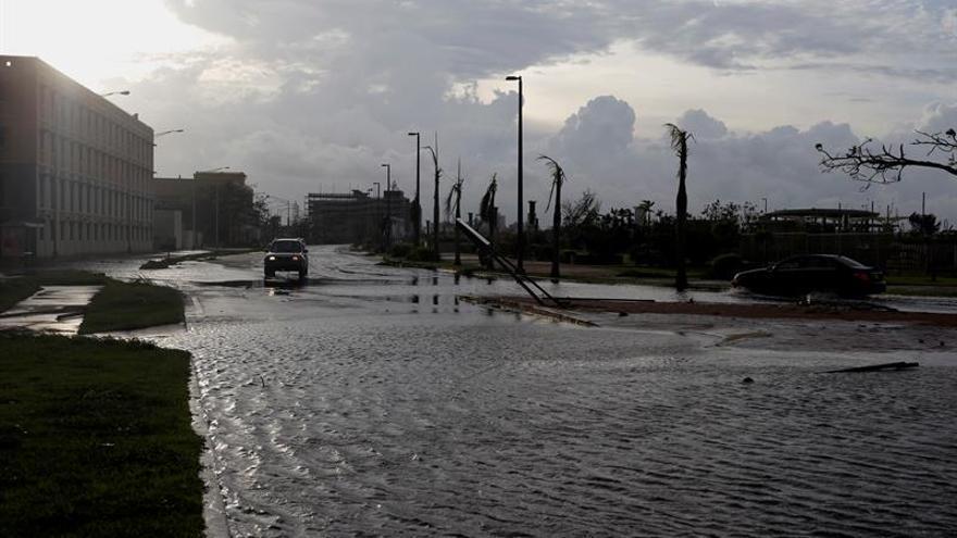 Cuba espera inundaciones en la costa más oriental por marejadas a causa de María