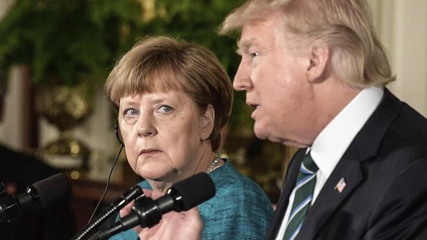 """Trump dice que tiene """"algo en común"""" con Merkel: ser espiados por Obama"""