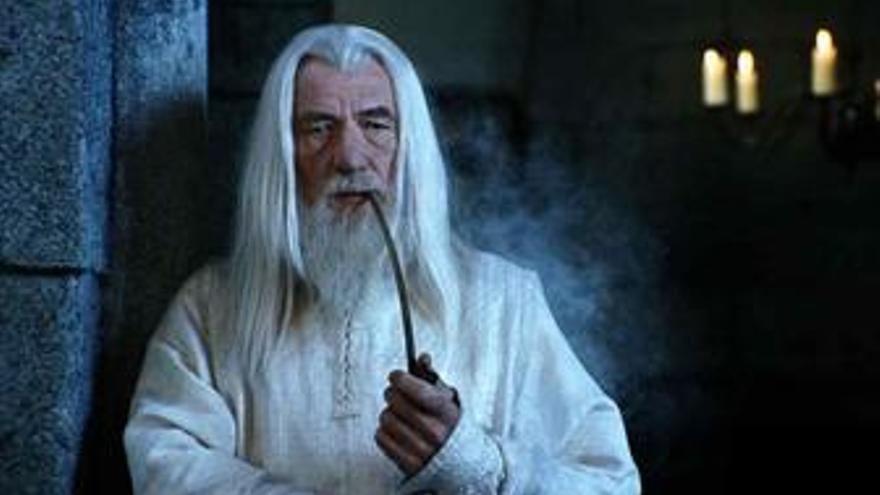 Sir Ian McKellen es Gandalf en El Señor de los Aniloos