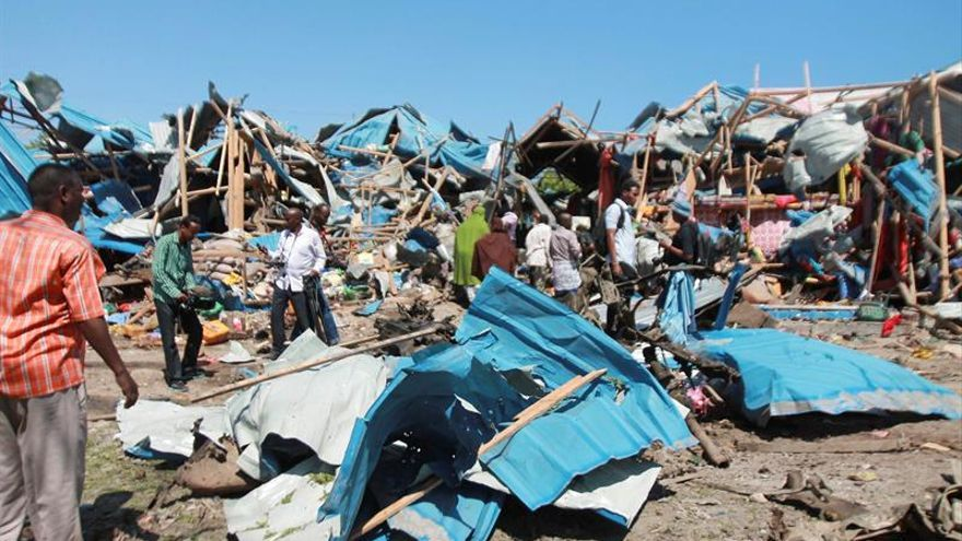Al menos 13 muertos en un atentado con coche bomba en un mercado de Mogadiscio