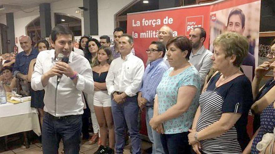 El alcalde de Burjassot, Rafa García, en un acto con militantes del PSPV en Alcoi