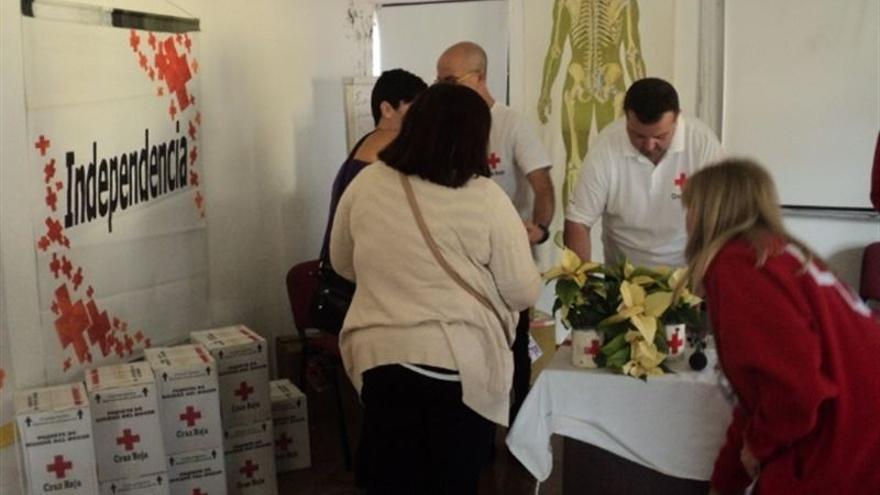 Cruz Roja atiende en La Laguna a personas en riesgo de exclusión social / Foto cedida
