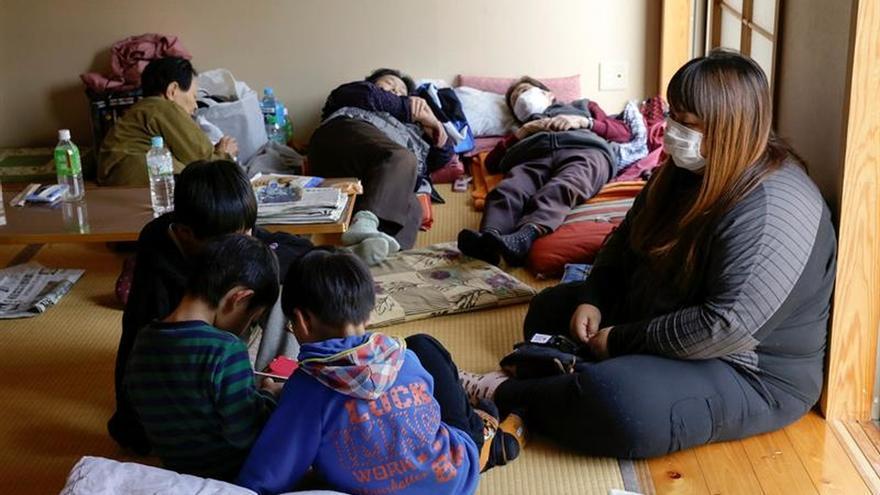 Escuelas del sur de Japón retoman clases casi un mes después de los seísmos