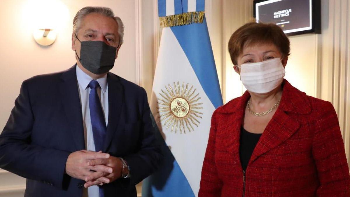 El presidente Fernández y la directora gerente del FMI, Kristalina Georgieva, el viernes en Roma.