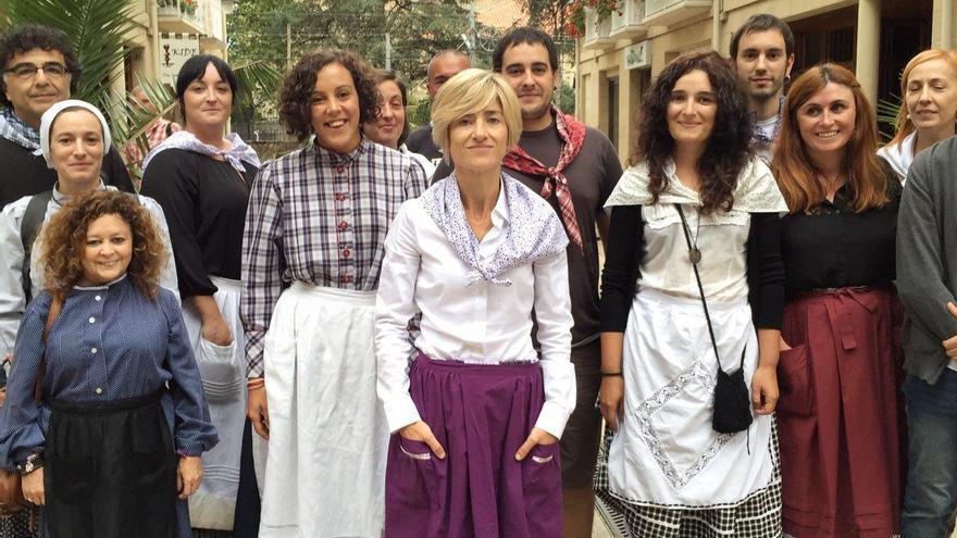 La candidata de Elkarrekin Podemos, Pili Zabala, con Nagua Alba, en la Euskal Jaia de Zarauz.