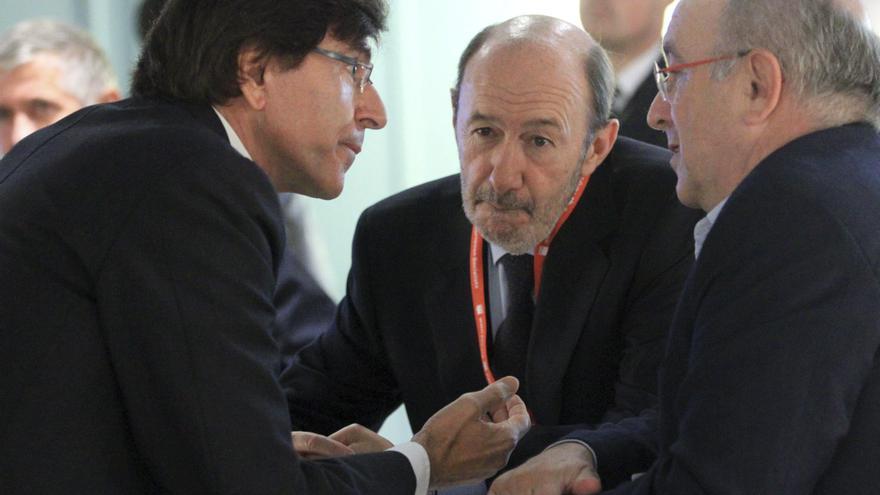 Rubalcaba apuesta por pedir ayudas de la UE para Málaga y Murcia