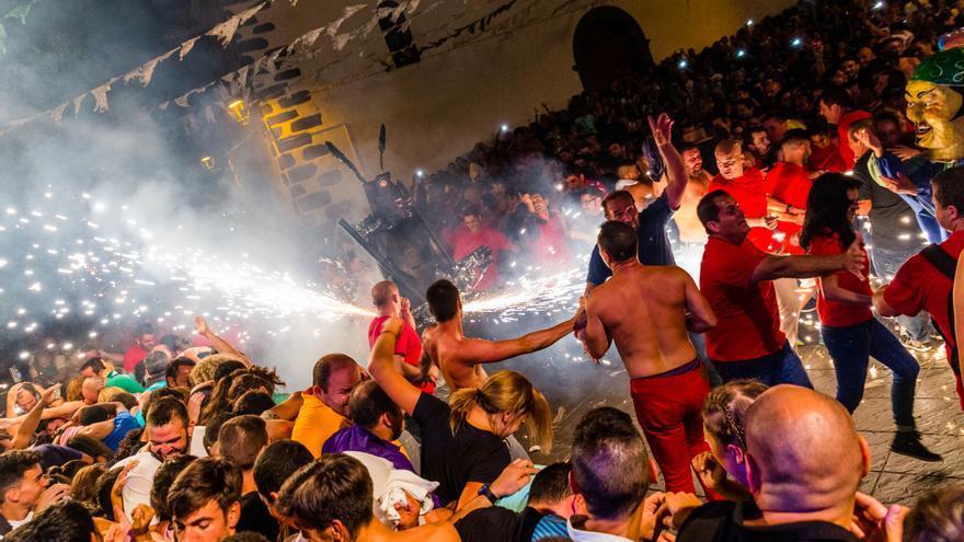 Danza del Diablo en la Plaza de La Candelaria de Tijarafe.