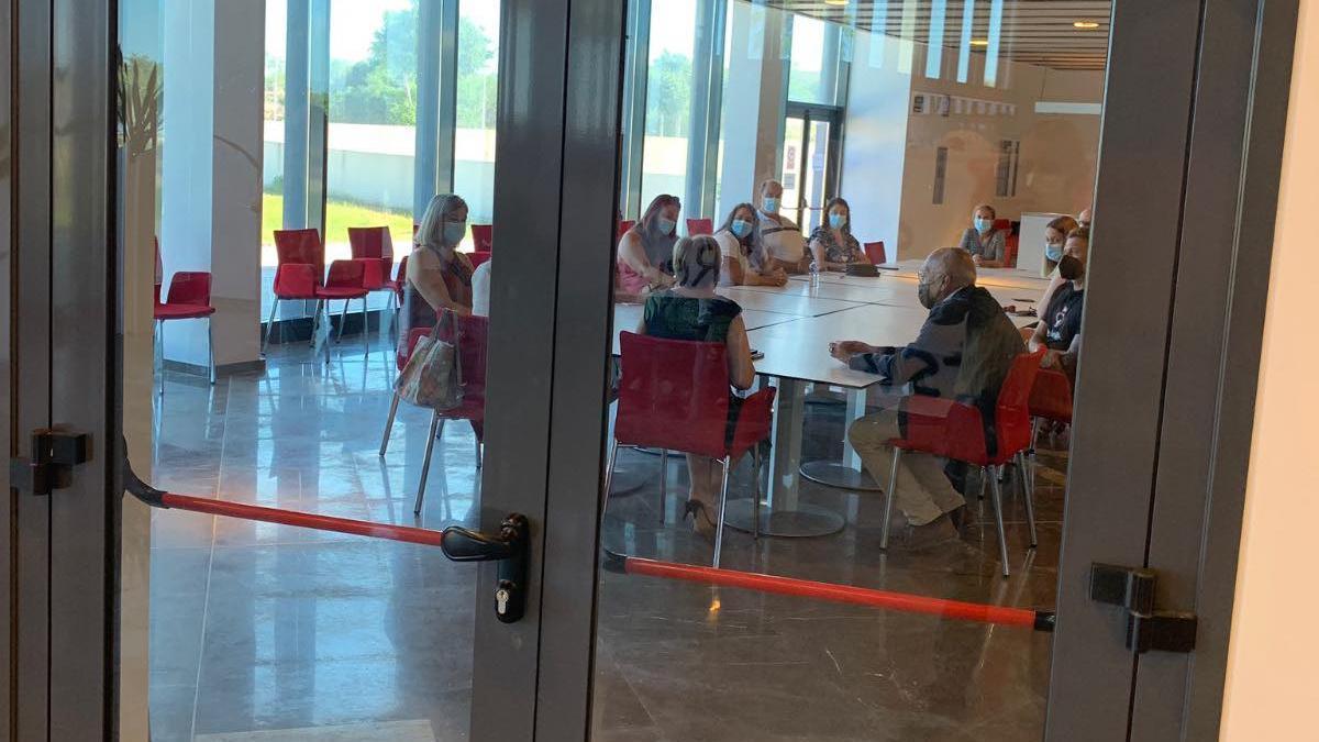 Imagen de la improvisada reunión en el restaurante del Auditorio de Torrevieja.
