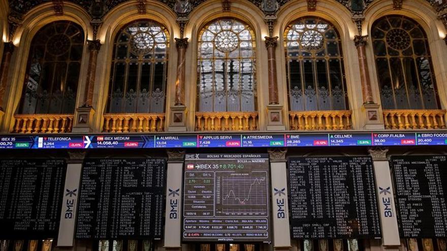 La Bolsa española mantiene pérdidas del 0,38 % pese al tirón de la banca