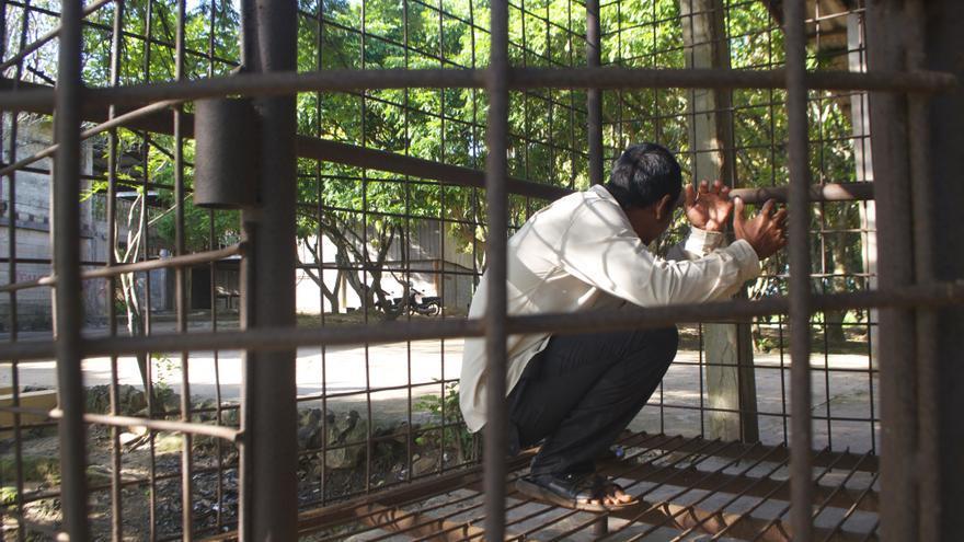 Jaula para leones que los Jemeres Rojos utilizaban  como cárcel en la selva