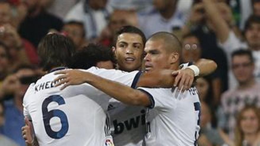 Los jugadores del Real Madrid celebran uno de los goles. (EUROPA PRESS)