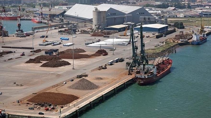 El puerto de Santander mueve más de 50.000 toneladas y 12.000 vehículos
