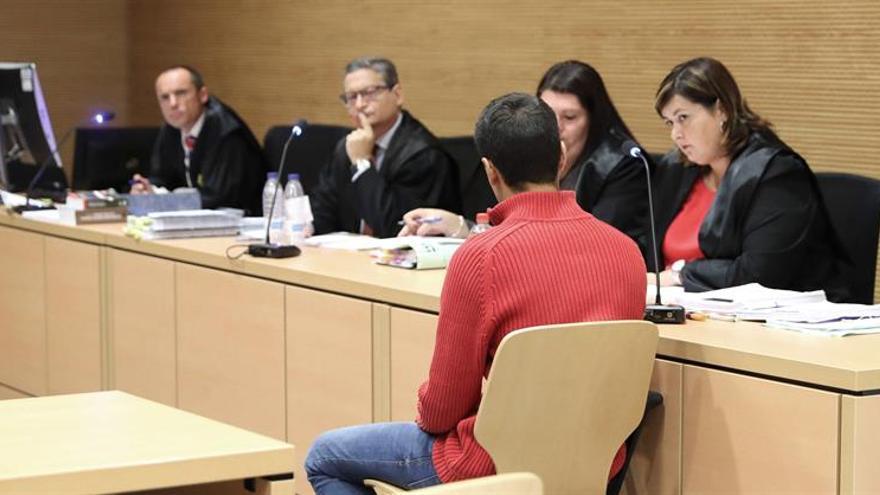 El asesino de Saray González, Alberto M.P., en la sesión del juicio de este martes. Foto: EFE