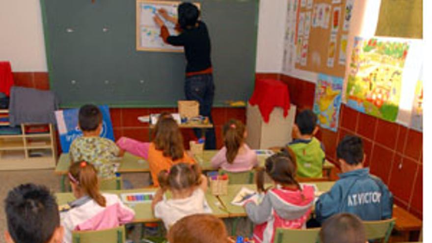 Canarias tendrá 800 profesores menos en colegios e institutos