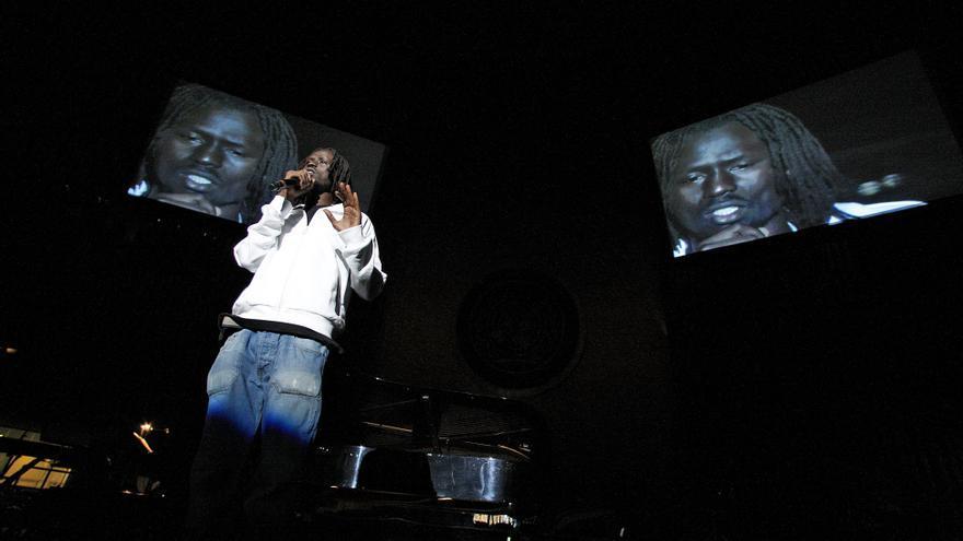 Emmanuel Jal, en una actuación en la sede de las Naciones Unidas en Nueva York. / Fotografía: ONU-Eskinder Debebe