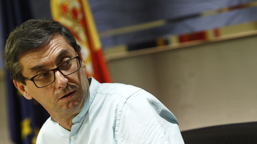 """El líder del PCE recomienda a Pedro Sánchez que no se preocupe por ellos porque están """"muy cómodos"""" en Unidos Podemos"""
