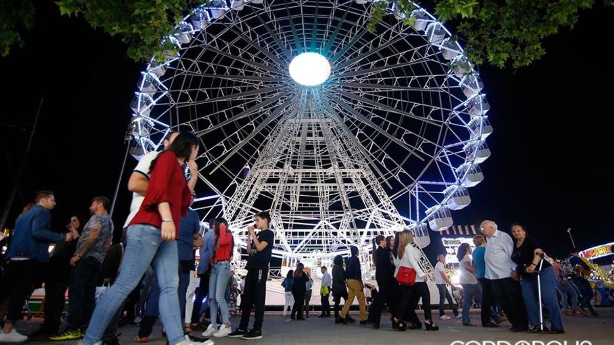 Alumbrado y fuegos artificiales en el Arenal en la Feria 2018