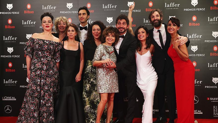 """El equipo de """"Arde Madrid"""", con su Feroz a la mejor serie de comedia"""