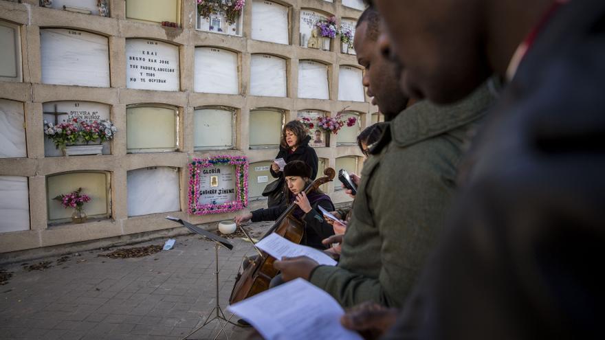 Homenaje a Samba MArtine, congoleña fallecida en el CIE de Aluche por falta de asistencia médica.