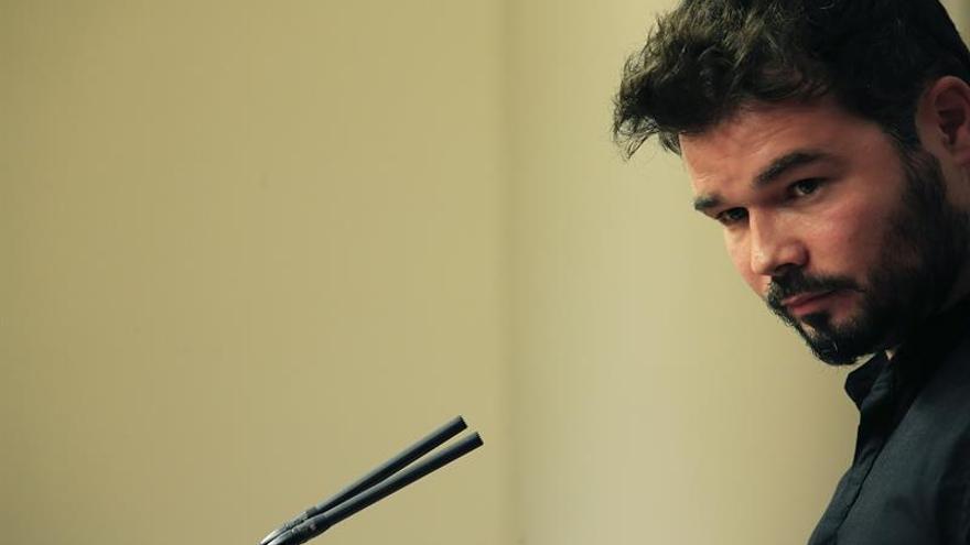 """Rufián admite que """"chirría"""" que CDC apoye al PP y arremete contra En Comú Podem"""
