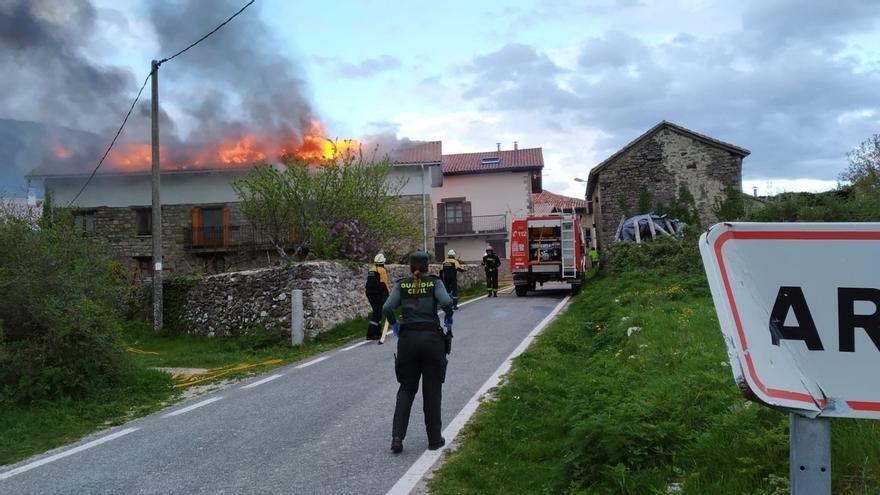 Un incendio deja muy dañada una casa en la localidad de Ardatiz