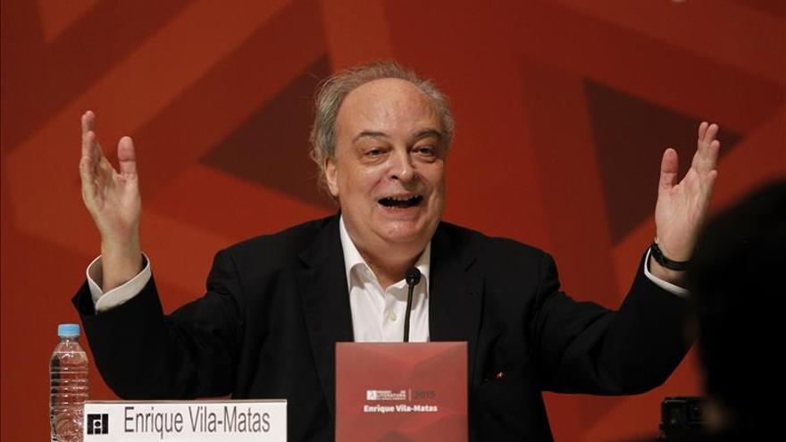 Vila-Matas, el hombre serio cuyo humor hizo reír a mil jóvenes en México