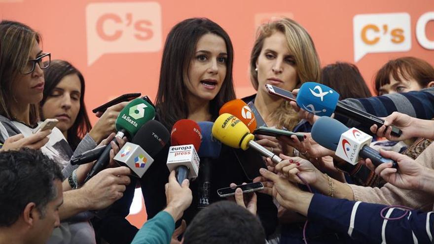 """Arrimadas ve la hoja de ruta como """"laberinto"""" e Iceta exige aclarar el camino"""