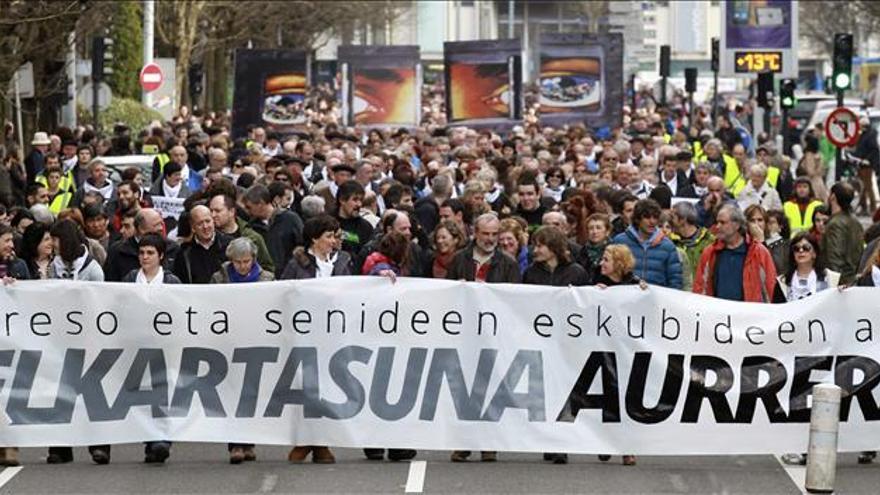 Miles de personas se manifiestan en Donostia en apoyo a los presos de ETA
