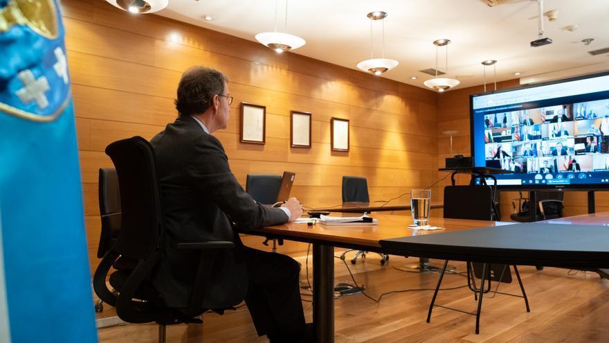 El presidente de la Xunta participa en una videoconferencia de presidente autonómicos con Pedro Sánchez