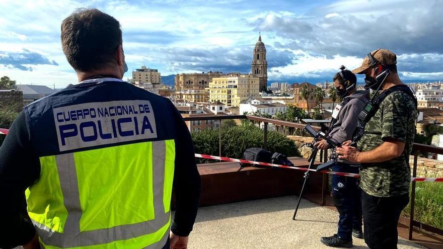 Agentes de la Policía Nacional utilizan sistemas para detectar drones y garantizar la seguridad aérea