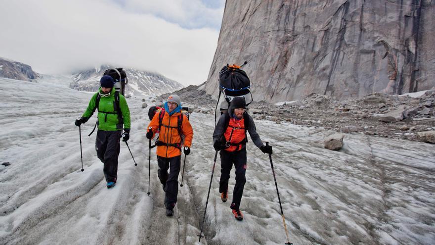 Los hermanos Pou y Hansjörg Auer durante la expedición a la Isla Baffin (© Ricky Felderer).