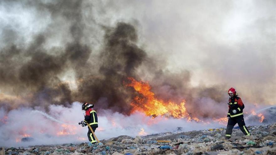 Declarados tres incendios en Zamora, uno de ellos en una planta de residuos