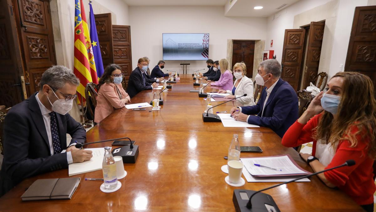 Un momento de la reunión interdepartamental de la Generalitat Valenciana de este lunes para revisar las restricciones por la COVID-19.