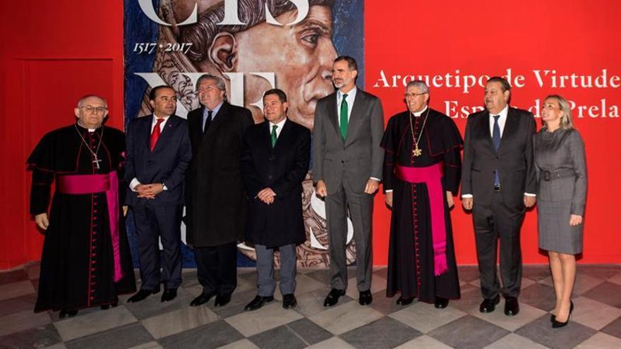 Felipe VI visita la exposición del cardenal Cisneros en la catedral de Toledo