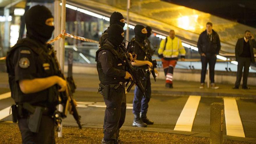 Un aviso obliga a reforzar la seguridad en el aeropuerto de Amsterdam