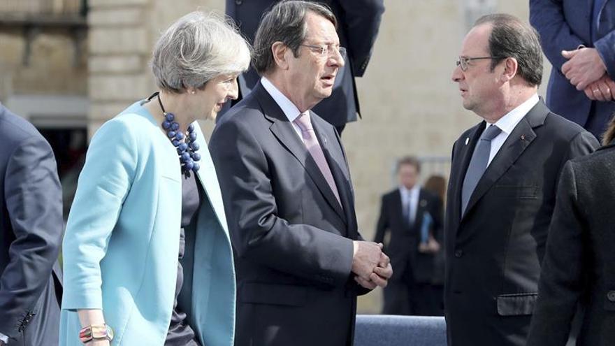 May habló con varios líderes europeos, entre ellos Rajoy