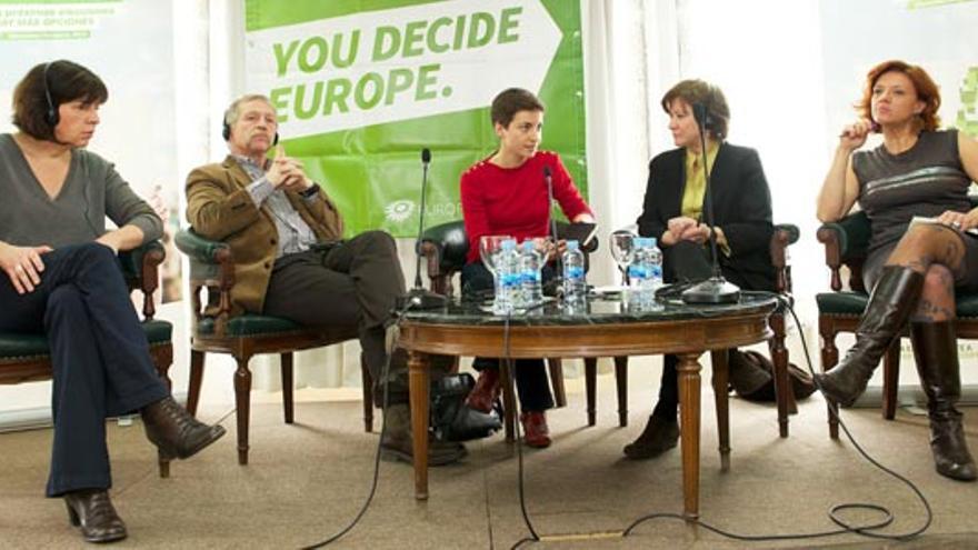Rebecca Harms, José Bové, Ska Keller, Nativel Preciado y Mónica Frassoni, durante el debate que han protagonizado en Madrid el 18 de diciembre de 2013. / Equo