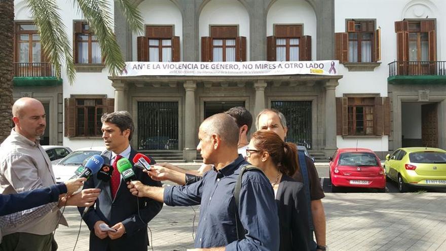 El delegado del Gobierno, Enrique Hernández Bento, ha informado del incidente en un colegio electoral