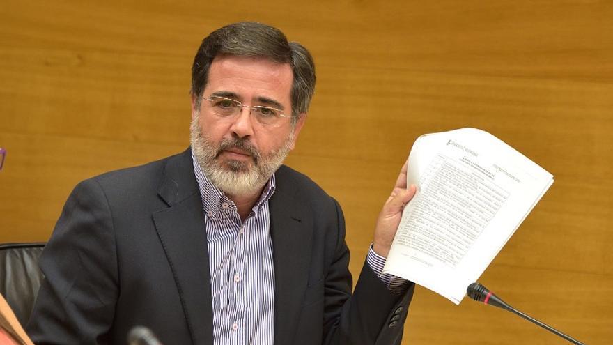 El diputado del PP Alfredo Castelló, durante la Comisión de Infraestructuras.