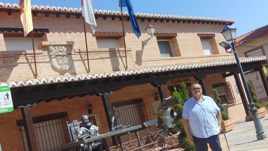 Julián Bolaños, en el Ayuntamiento de Villafranca de los Caballeros