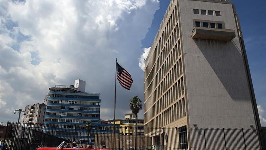 EE.UU. ordena retirar al personal no esencial de su embajada en Cuba