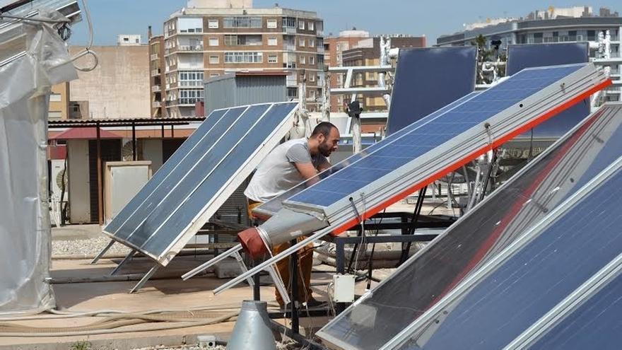 El autoconsumo podrá sumar 4.000 MW con un impacto de 102 millones para el sistema, según PwC
