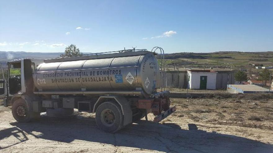 Camión cisterna de la Diputación de guadalajara