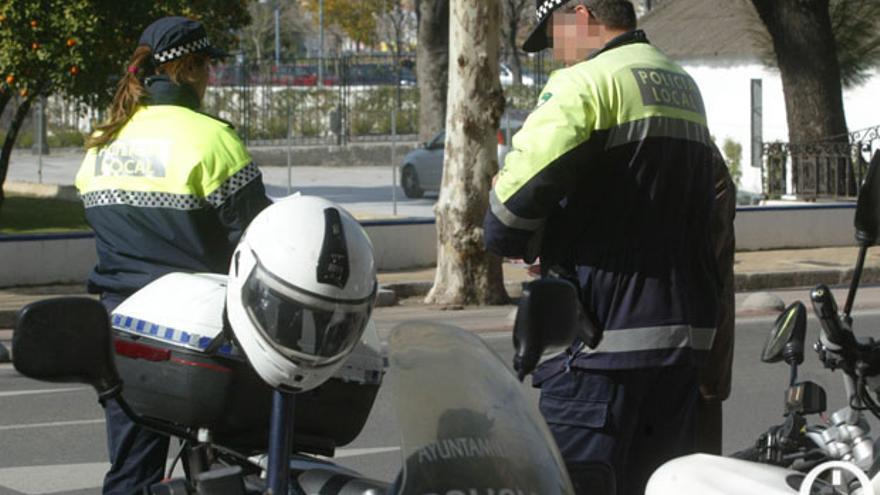 Patrulla de agentes de la Policía Local. | MADERO CUBERO